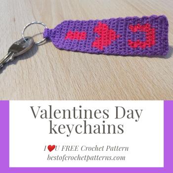Valentines Day keychains – I heart U (FREE crochet pattern)